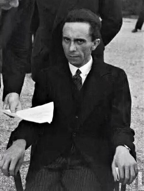 佚名:戈培尔死了,他的骗术还活着
